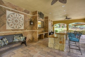 Three Bedroom Apartments in San Antonio, TX - Covered Outdoor Bar Area
