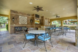 Three Bedroom Apartments in San Antonio, TX - Covered Outdoor Dining & Gathering Area