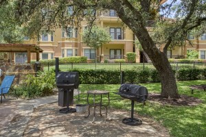 Three Bedroom Apartments in San Antonio, TX - Outdoor Grill Area