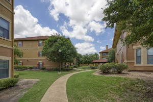 2 Bedroom Apartments in San Antonio, TX - Exterior Buildings